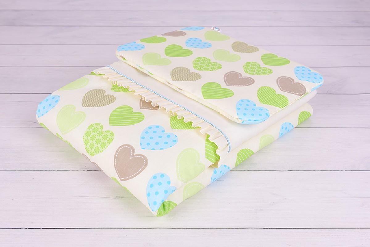Opakowanie dla pościeli niemowlęcej z wypełnieniem (75x100, 30x40) kremowa w zielone i niebieskie serduszka