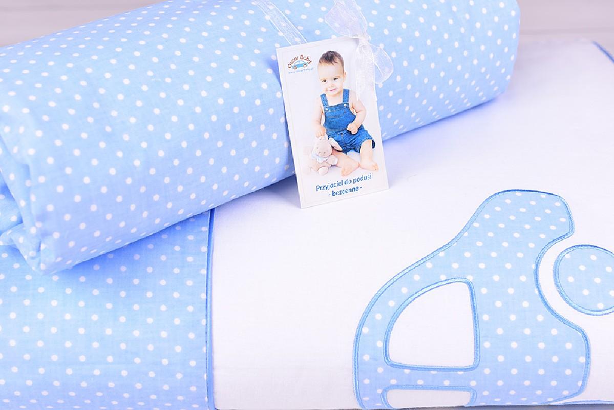 Pościel niemowlęca z wypełnieniem (75x100, 30x40) białe kropeczki na niebieskim tle z autkiem